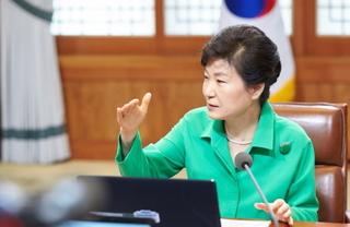 20150810 朴槿恵 首席秘書官会議 BH.jpg